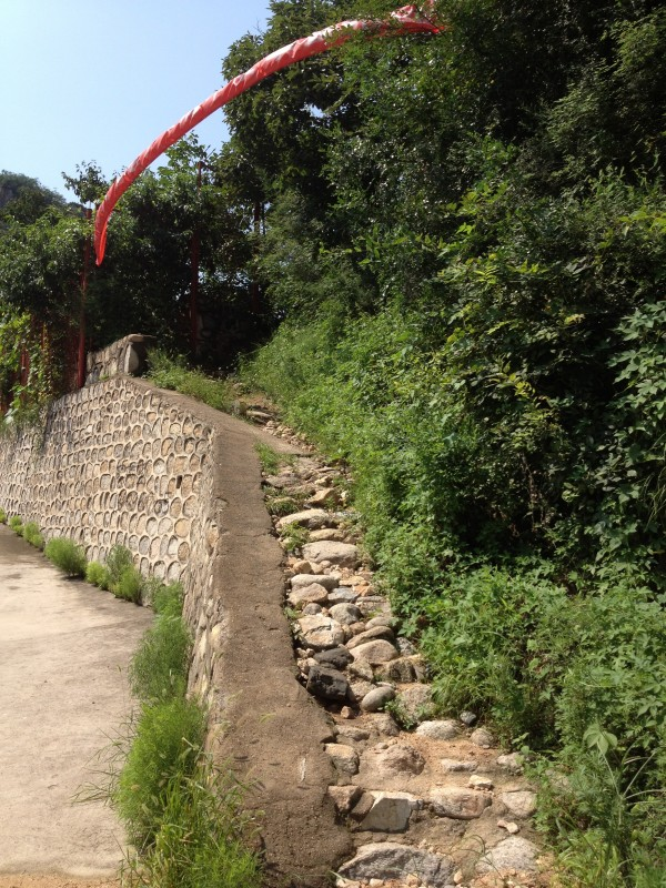image of pathway to Great Wall